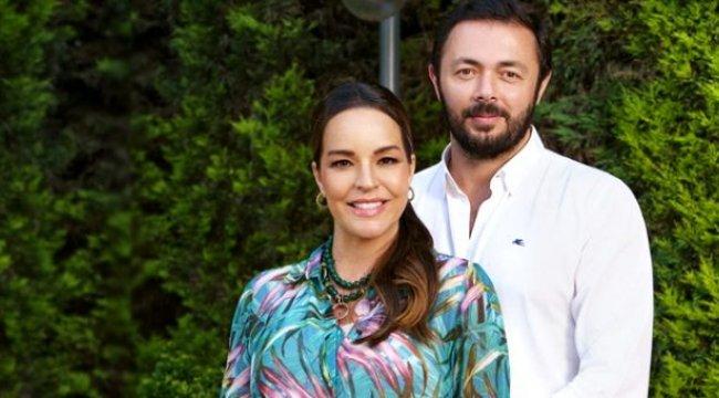Bengü ve Selim Selimoğlu çifti kızları Zeynep'i kucaklarına aldı