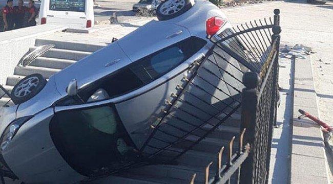 Denizli'nin Pamukkale ilçesinde, alt geçide düşen otomobilin sürücüsü yaralandı