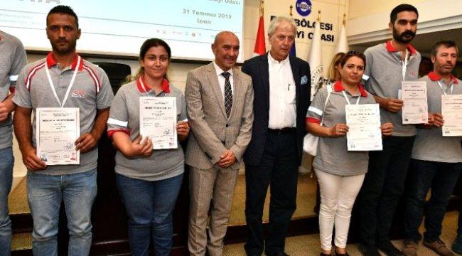 İzmir Metro'nun 69 personeli sertifikalarını aldı