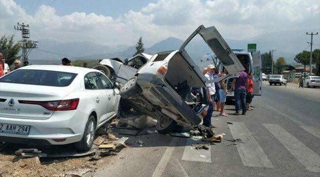 Muğla'da iki otomobil çarpıştı: 6 yaralı