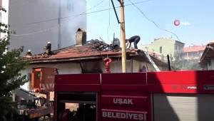Uşak'ta metruk binada çıkan yangın paniğe sebep oldu