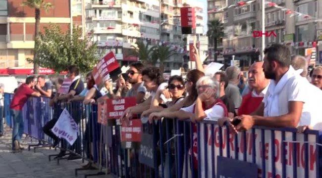 İzmir'de 1 eylül dünya barış günü nedeniyle miting düzenlendi
