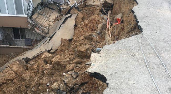 İzmir'in Torbalı ilçesi Ayrancılar Mahallesi'nde istinat duvarı yıkılan apartman boşaltıldı