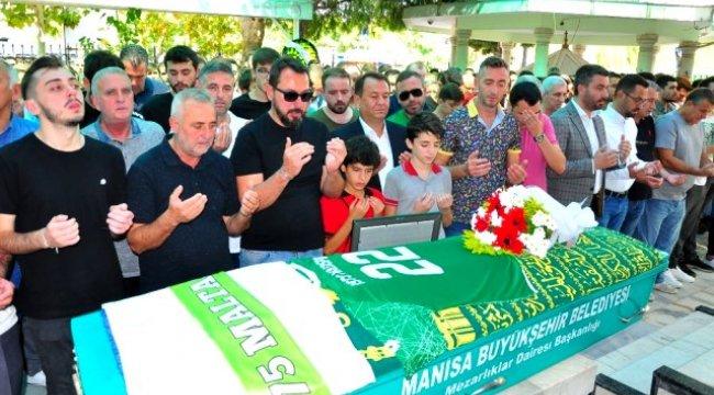 Manisa'da kazada ölen genç futbolcu formasıyla defnedildi