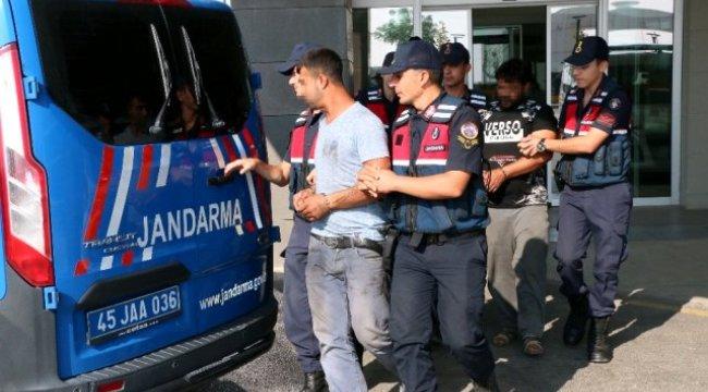 Manisa'nın Yunusemre ilçesinde cezaevi firarisi son işinde suçüstü yakalandı