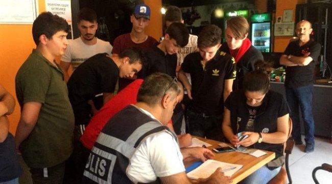 Uşak'ta polis ekipleri internet kafeleri denetledi