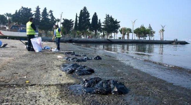 Aliağa'da gemiden sızan petrol nedeniyle balıkçılar ve halk uyarıldı