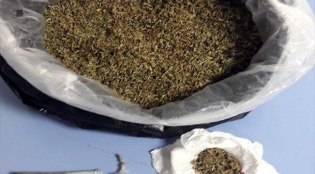 Denizli'nin Pamukkale ilçesinde, uyuşturucuyu motor blokuna saklamışlar