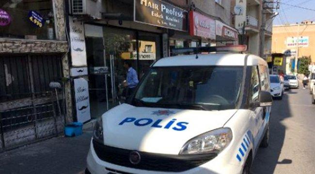 İzmir'de bir kişi, üvey kardeşini berber koltuğunda pompalı tüfekle vurdu