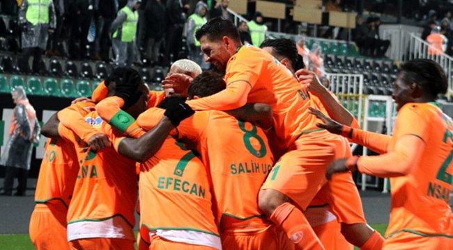 Alanyaspor, Denizlispor'a gol yağdırdı!