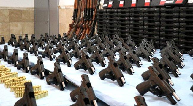 Denizli'de silah atölyesine çevrilen evde 94 tabanca ve 27 av tüfeği bulundu