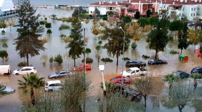 İzmir'de sağanak ve lodos; yollar göle döndü, binalara su doldu! Yağışlar cuma gününe kadar sürecek