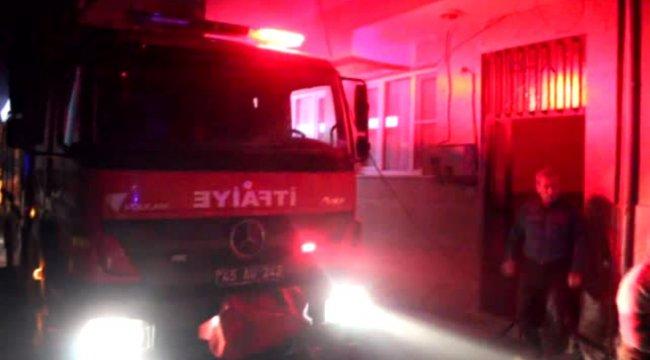 Manisa çatı katındaki depoda çıkan yangın panik yarattı