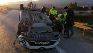 Manisa'da otomobil karşı şeride geçip takla attı: 1 yaralı