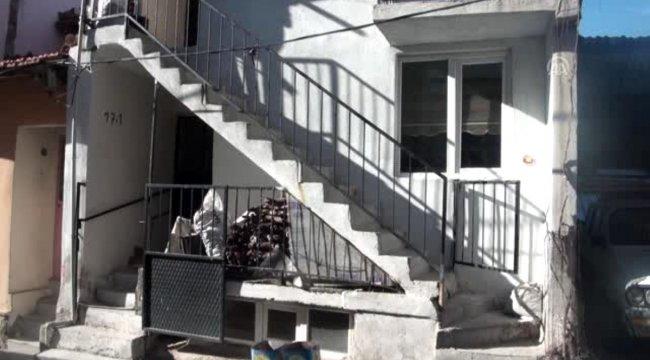 Manisa'nın Demirci ilçesinde fedakar koca 5 yıldır felçli eşinin ayağa kalkması için çabalıyor