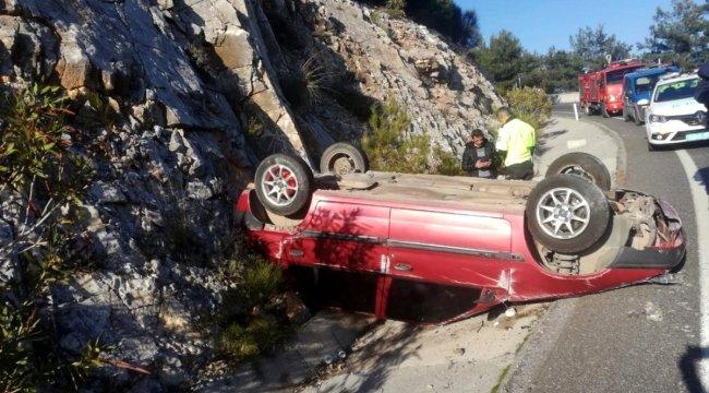 Muğla'da sakar rampasındaki kazada araç ters döndü