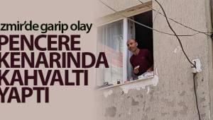İzmir'de garip olay: Eşyaları sokağa atıp pencere kenarında kahvaltı yaptı