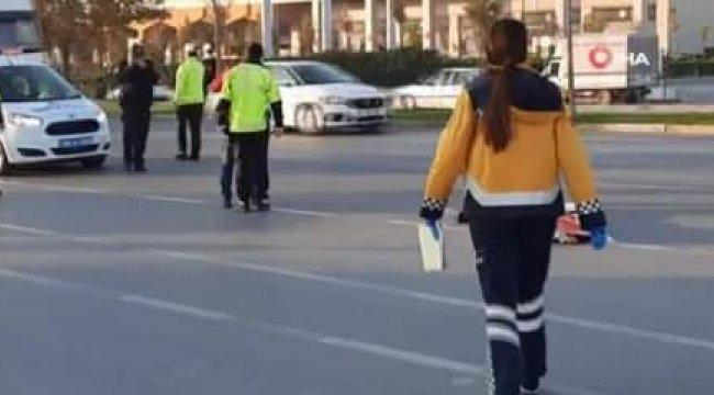Korkunç kaza anı kamerada! İşe yetişmek isteyen kadına motosiklet çarptı