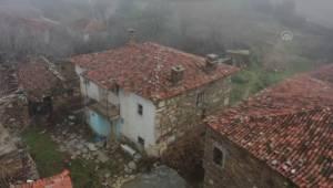 Bir evin duvarında kullanılan antik lahit müzeye taşınacak