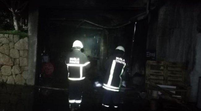 Bodrum'da iş yerinin deposunda yangın paniği