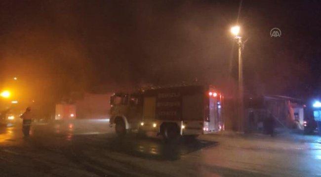 Son dakika... Bıçak atölyesinde çıkan yangında iki iş yeri hasar gördü